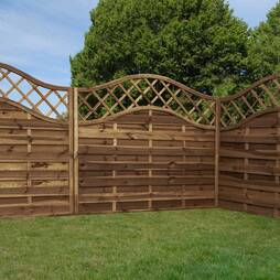 Horizontal Weave with Wavy Trellis  1800mm x 1500mm  Pressure Treated
