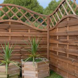 Horizontal Weave with Wavy Trellis  1800mm x 1800mm  Pressure Treated