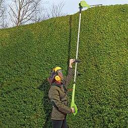 18V Telescopic Cordless Hedge Trimmer